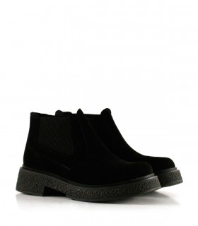 Botas cortas de símil gamuza en negro