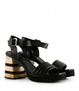 Sandalias de cuero con taco combinado con negro