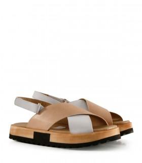 Sandalias bajas de cuero en blanco y nude