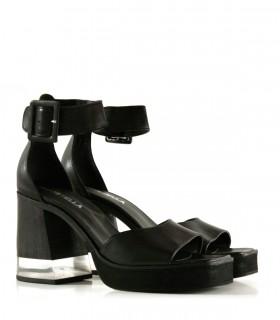 Sandalias de cuero negras con tira y taco con acrílico