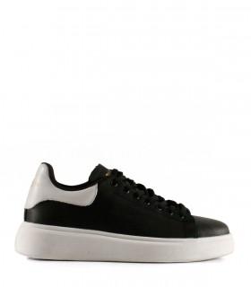 Zapatillas urbanas de cuero negro con base blanca
