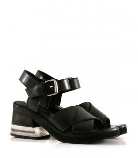 Sandalias de cuero negro con taco acrílico