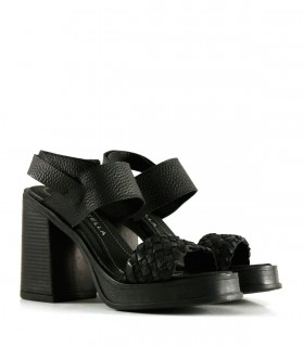 Sandalias altas de cuero en negro
