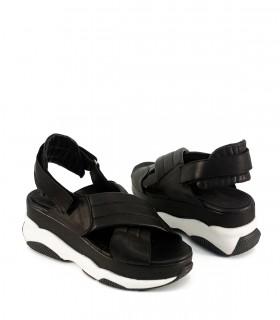Sandalias de cuero negro con velcro