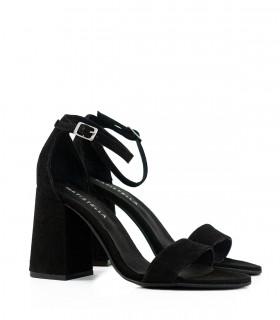Sandalias con pulsera de gamuza negro