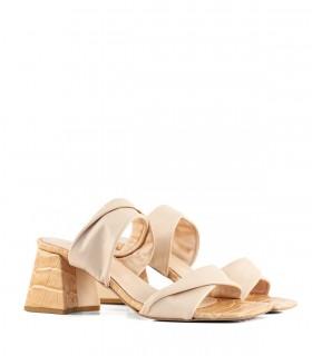 Sandalias de cuero reptil en nude