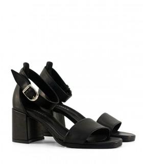 Sandalias con pulsera de cuero en negro