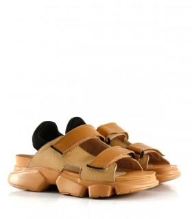 Sandalias con velcro de cuero en miel