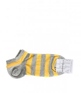 Medias rayadas en gris y amarillo