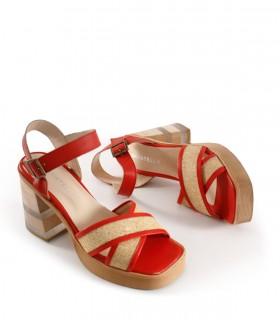 Sandalias de cuero en rojo con tira y taco con acrílico
