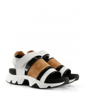 Sandalias combinadas de cuero en blanco