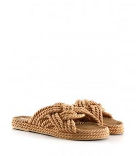 Sandalias bajas de tela trenzada en camel