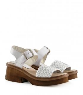 Sandalias trenzadas de cuero en blanco