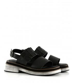 Sandalias bajas de cuero con recortes en negro