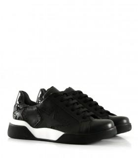 Zapatillas con apliques de cuero negro