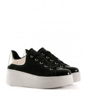 Zapatillas con plataforma de símil en negro