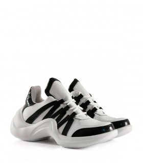 Zapatillas urbanas picadas de símil en negro
