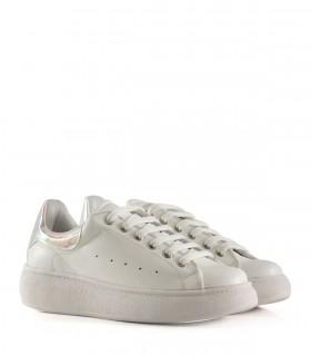 Zapatillas con detalles en símil blanco
